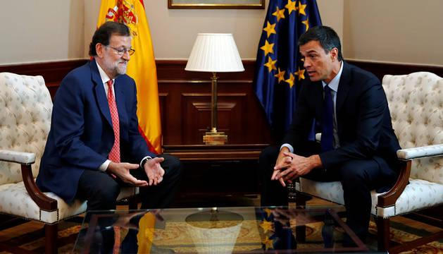 Rajoy y Sánchez, durante su encuentro.