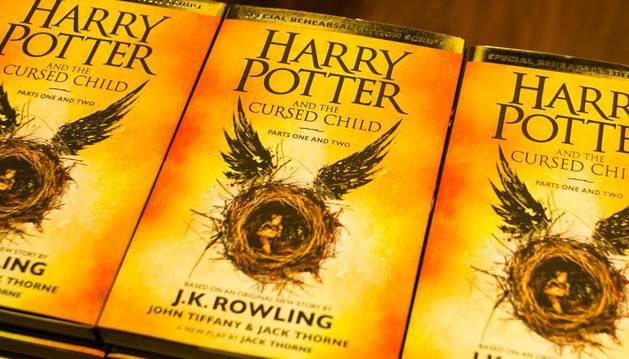 Copias de 'Harry Potter y el legado maldito', en su versión original.