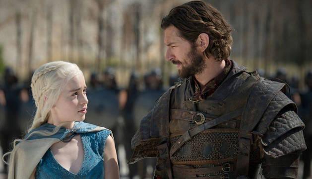 Emilia Clarke y Michiel Huisman, en 'Juego de Tronos'.