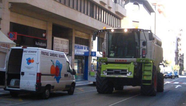 Tudela pide que se deje circular a vehículos agrícolas por la autovía