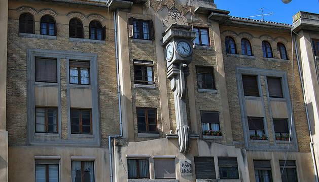 Fachada principal del edificio de la vieja estación de autobuses.