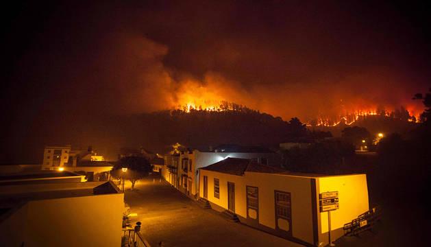 Vista del incendio de La Palma desde Fuencaliente.