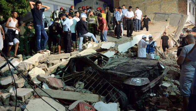 Un muerto y 22 heridos al desplomarse un edificio sobre un café de Casablanca