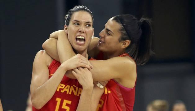 Anna Cruz celebra una canasta contra Serbia.