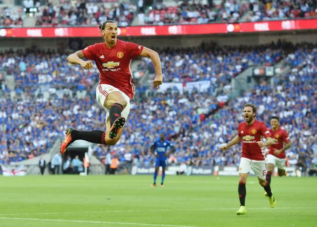 Ibrahimovic celebra el gol contra el Leicester.
