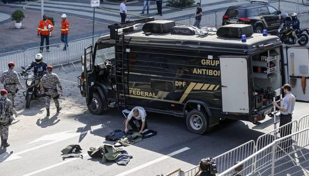Grupo antibombas de Brasil.