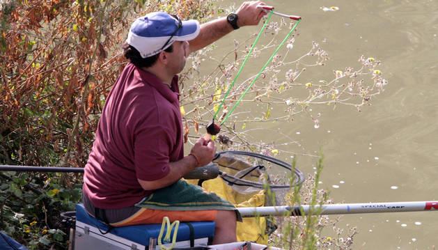 Concurso de pesca en el puente del Plazaola.