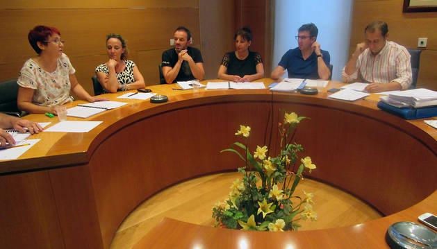 Varios concejales durante el pleno celebrado en el Ayuntamiento de Cascante.