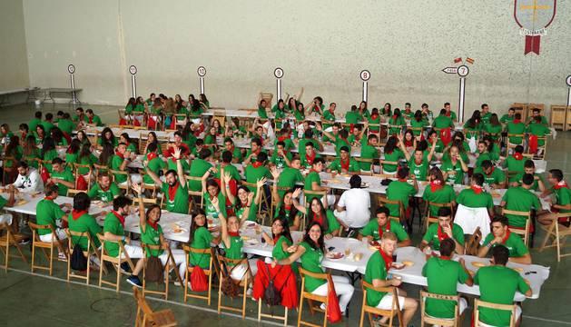 Los jóvenes disfrutan de las fiestas en Fustiñana