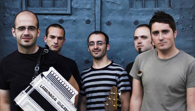 Los integrantes del grupo Korrontzi.