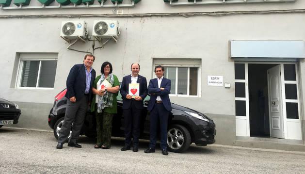 El vicepresidente Ayerdi y la directora gerente de Sodena, Pilar Irigoien, entre Javier Chocarro (izda.) y Carlos Eugui (dcha.).