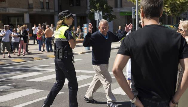 Vecinos de Ermitagaña piden 'indignados' seguridad para cruzar la calle
