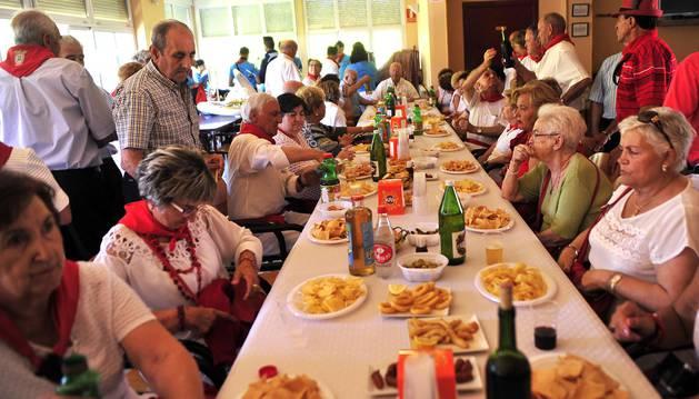 Funes dedica la jornada festiva a los abuelos de la localidad