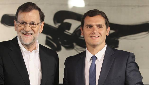 Mariano Rajoy (i), y el líder de Ciudadanos, Albert Rivera, momentos antes de la reunión.