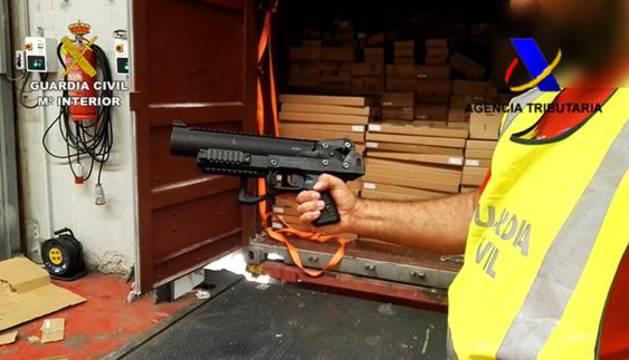 Interceptado en Algeciras un cargamento de más de 800 armas con destino a EE UU