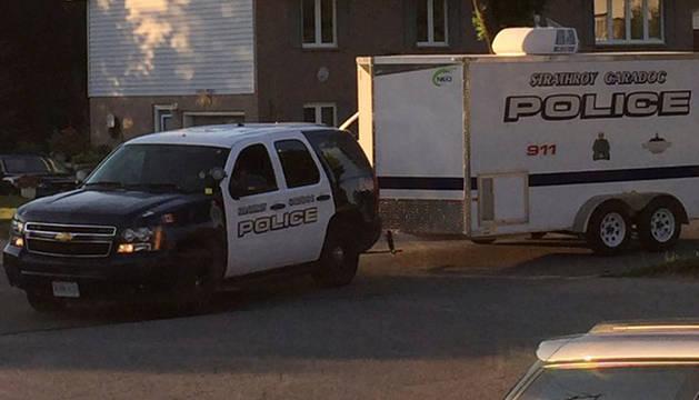 Una patrulla de policial durante la operación antiterrorista en Strathroy (Ontario).
