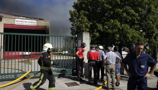 La carpintería Antonio Oneca busca restablecer la actividad tras el fuego