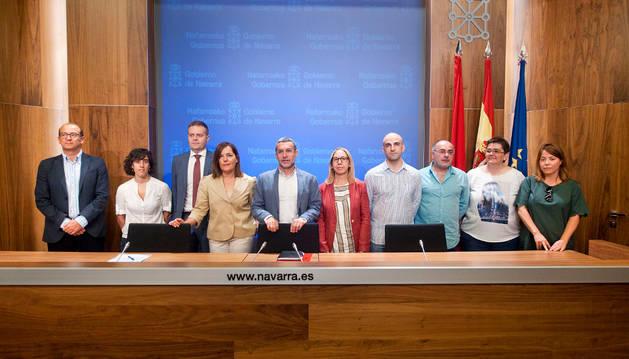 El vicepresidente Laparra junto a representantes de entidades impulsoras y colaboradoras del proyecto.