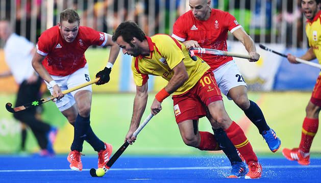 España asegura el segundo puesto para cuartos en hockey