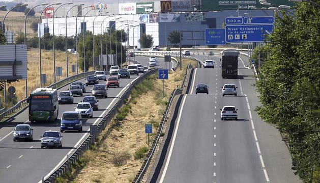 Algunas retenciones en el inicio del fin de semana con más tráfico del verano