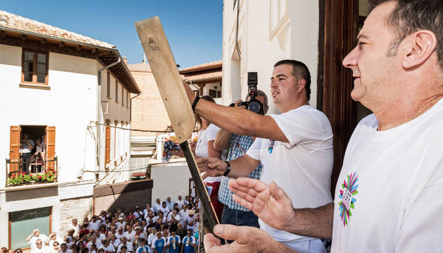 Mikel Beroiz, de Agirreleku, lanzó el cohete.