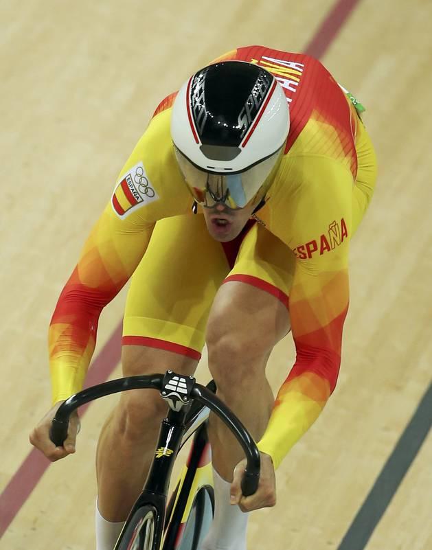 Juan Peralta, en pleno esfuerzo durante la carrera de velocidad.