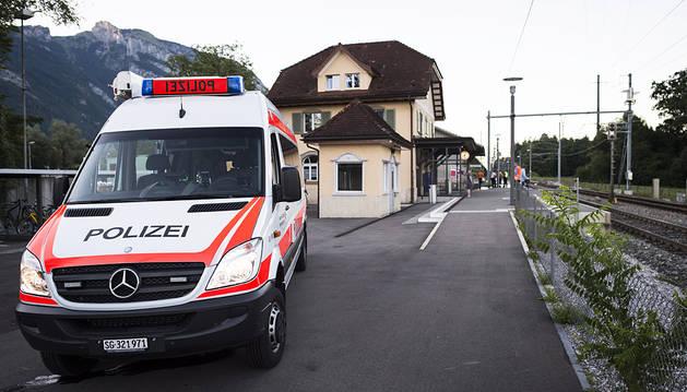 Un hombre incendia un tren en Suiza y acuchilla a varios pasajeros