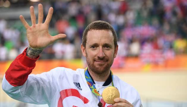 Wiggins posa con su oro olímpico.