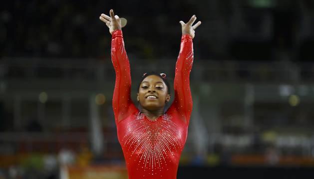 Simone Biles, en salto.