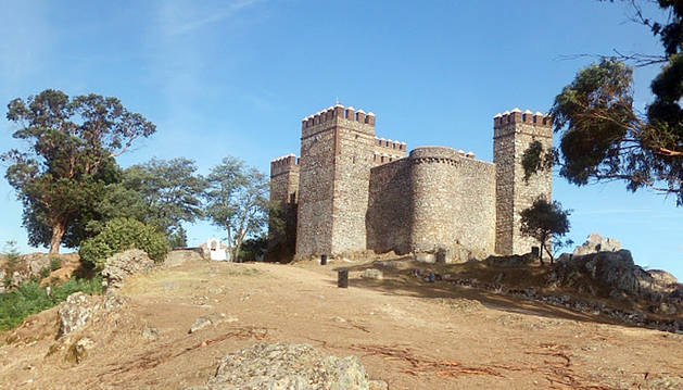 Muere tras caer desde el muro del castillo de Cortegana