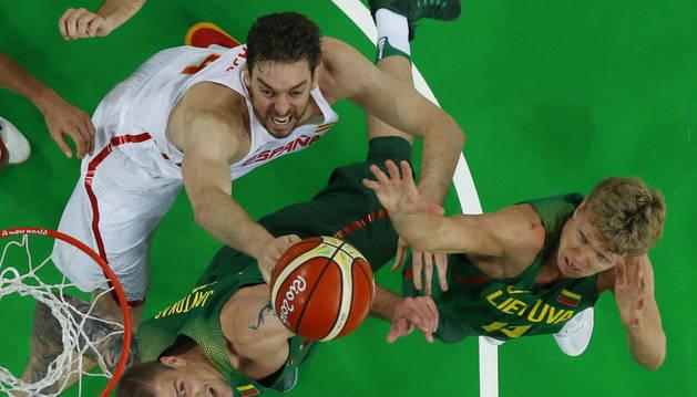Pau Gasol, en el partido contra Lituania.