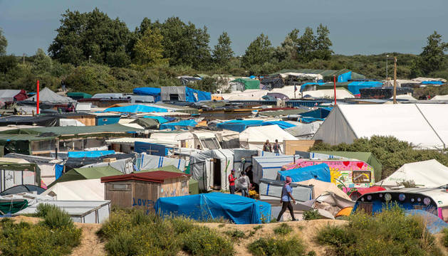 Campamento de inmigrantes en el puerto francés de Calais.
