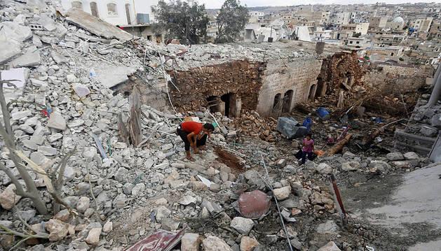 Mueren más de 50 civiles en bombardeos en Alepo