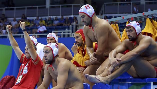 Los jugadores de la selección española, contra Montenegro.