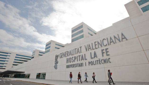 Entrada del Hospital la Fe de Valencia.