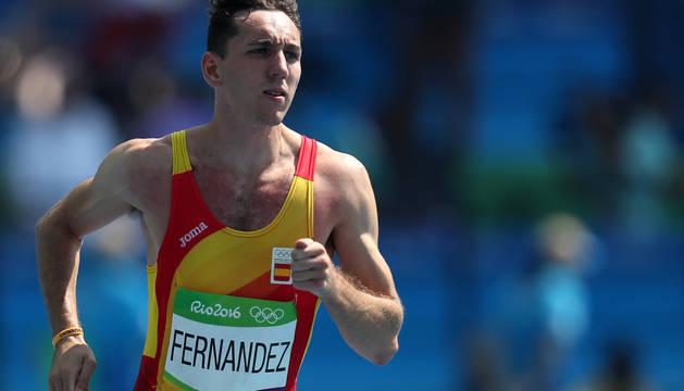 Sergio Fernández, en la cuarta serie del 400 metros vallas