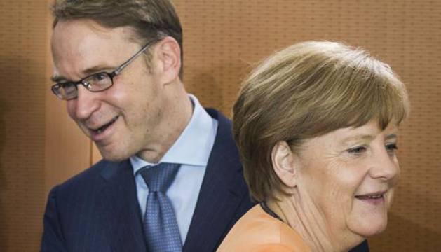 Angela Merkel y el presidente del Bundesbank, Jens Weidmann.