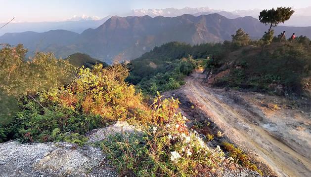 Al menos 31 muertos al caer un autobús por un barranco en Nepal