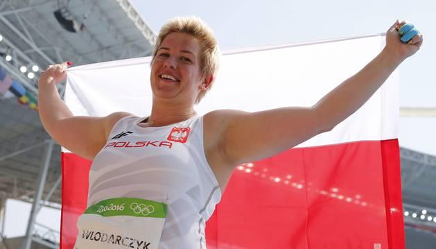 Wlodarczyk celebra el oro y récord del mundo.