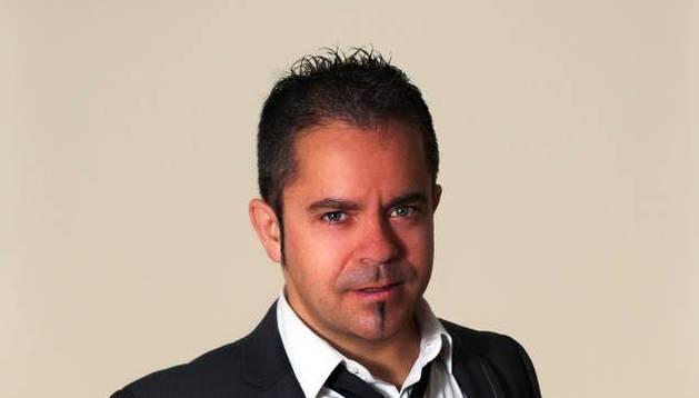 Gonzalo Jiménez, ganador del premio del I Concurso de Monólogos Civican.