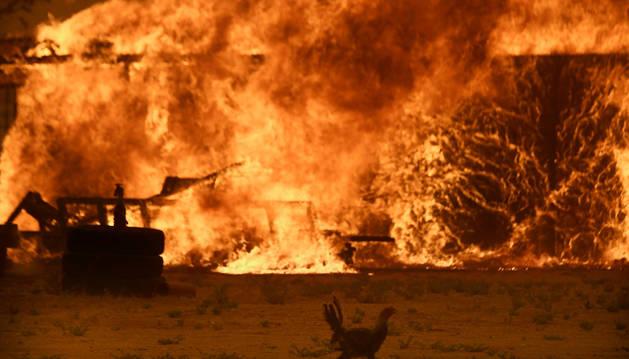 El incendio alcanza una granja en California.