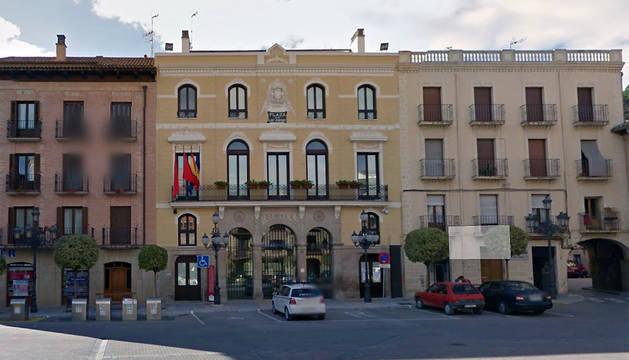 Exterior del Ayuntamiento de Falces.