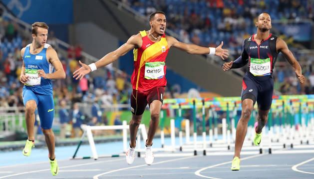 El español Orlando Ortega celebra la medalla de plata.