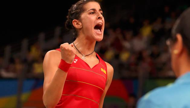 Carolina Marín celebra un punto durante el partido frente a la china Li Xuerui.