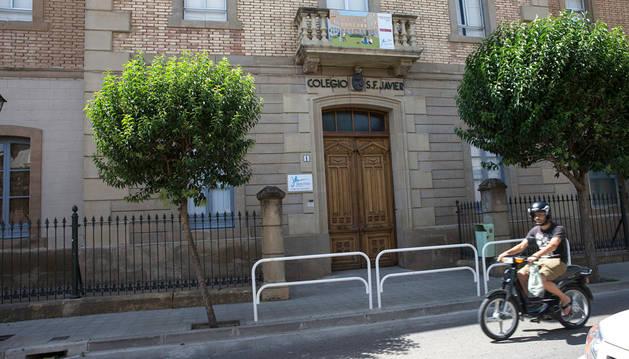 Entrada principal al colegio San Francisco Javier de Tudela.