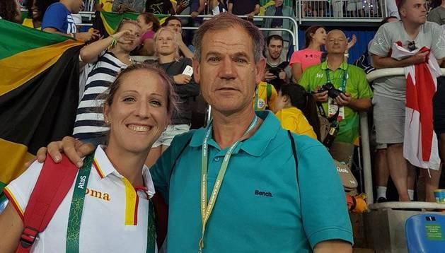 Navascués y su técnico Antón, en el estadio el día de la final de 100m.