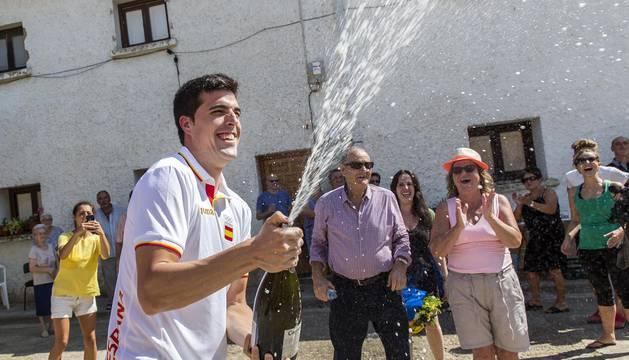 Recibimiento al olímpico Juan Peralta en Figarol