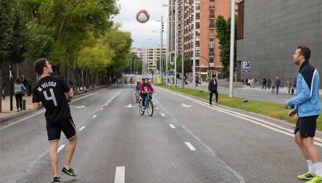 La primera jornada de '#BiziKalea/Vive la calle' se celebró el 19 de junio en la avenida del Ejército.