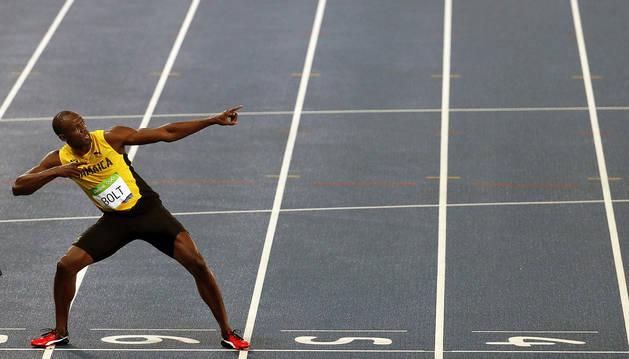 Bolt conquista en 200 su octavo oro olímpico camino del triple-triple