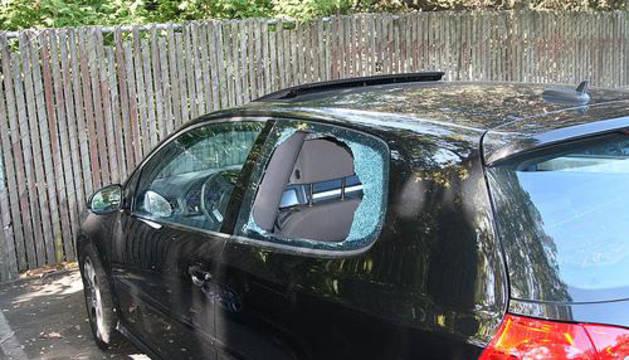 Tres detenidos por el robo organizado en el interior de vehículos en Pamplona